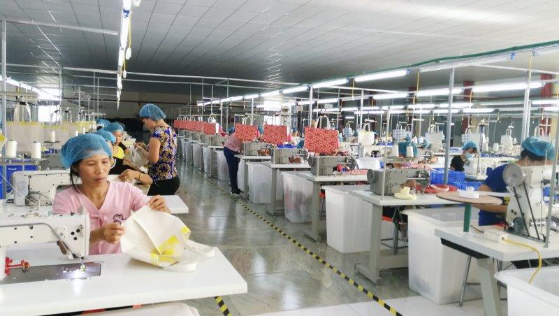 森荣手袋越南工厂布袋生产车间